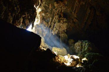 Za černočernými jeskyněmi a nejjasnějšími vyhlídkami do Vang Vieng